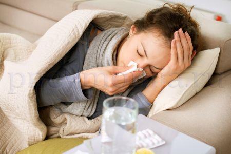 первые симптомы пневмонии - кашель, повышение температуры и одышкаа