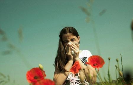 Поллиноз вызывает чихание