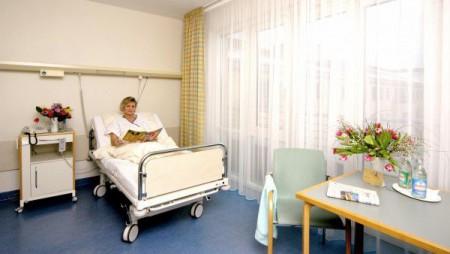 Пациентка в больничной палате