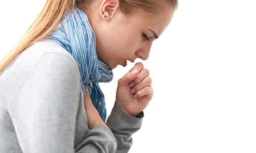 Хрипы и сильный кашель при поражении туберкуломой